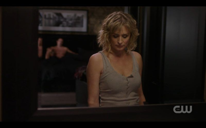 supernatural-mary-winchester-with-shirtless-ketch-man-800x500